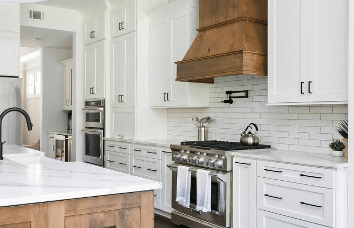 Farmhouse Kitchen With Shaker Cabinets