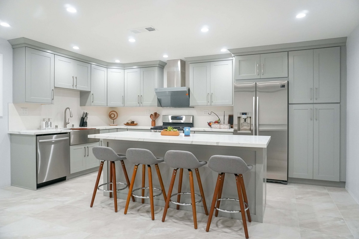 Stylish Design Ideas With Cool Grey Shaker Cabinets In 2020 Best Online Cabinets